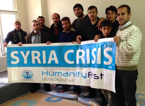 Neki članovi pogođenih sirijskih obitelji, koji su više nego zadovoljni s pomoći koju im je pružio Humanity First