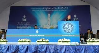 Gospodin Sead Mulabegović u obraćanju publici Jalsa Salana u Qadianu, 2017.