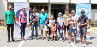Zajednička fotografija članova Ahmadijske zajednice, djelatnika prihvatilišta i članova potpomognutih obitelji.
